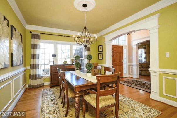 Dining Room (12'X15' WITH 8' CEILING)